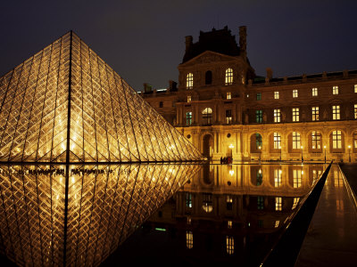roy-rainford-musee-du-louvre-and-pyramide-paris-france